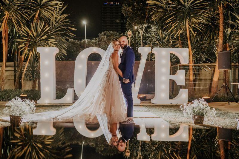 Letreiros luminosos continuam em alta nas tendências para casamento 2020