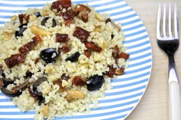 Bulgur con frutta secca, olive tacchiasche, frutta secca