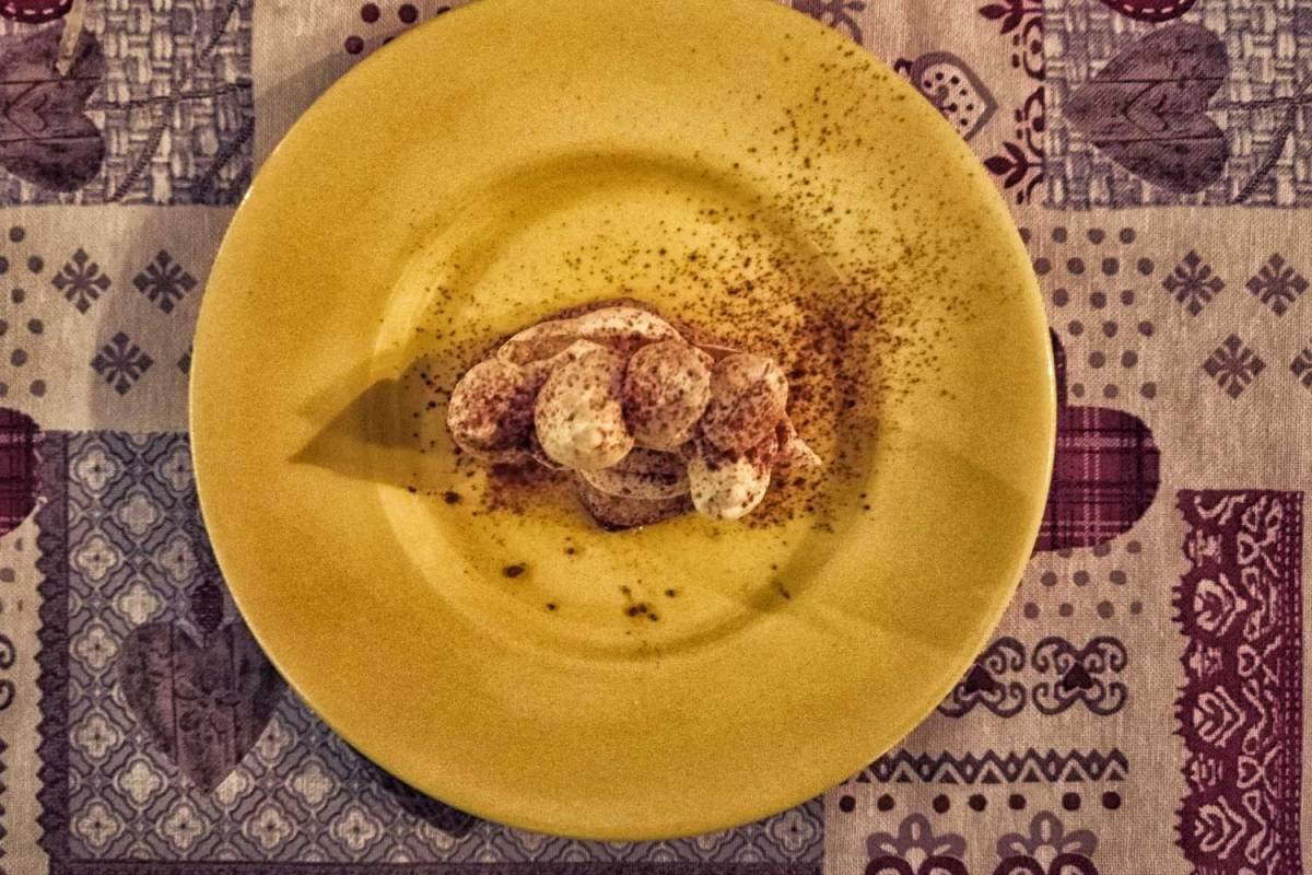 Lingue di gatto con crema al mascarpone al piatto