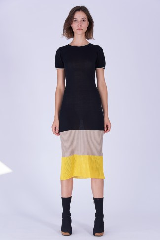 Acephala Fw19 20 Black Beige Yellow Knitted Dress Czarna Bezowa Zolta Sukienka Dzianina Front 1