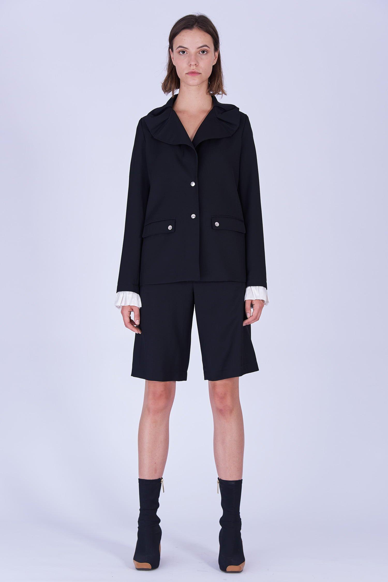 Acephala Fw19 20 Black Jacket Black Shorts Wool Czarna Kamizelka Czarne Szorty Welna Front 1