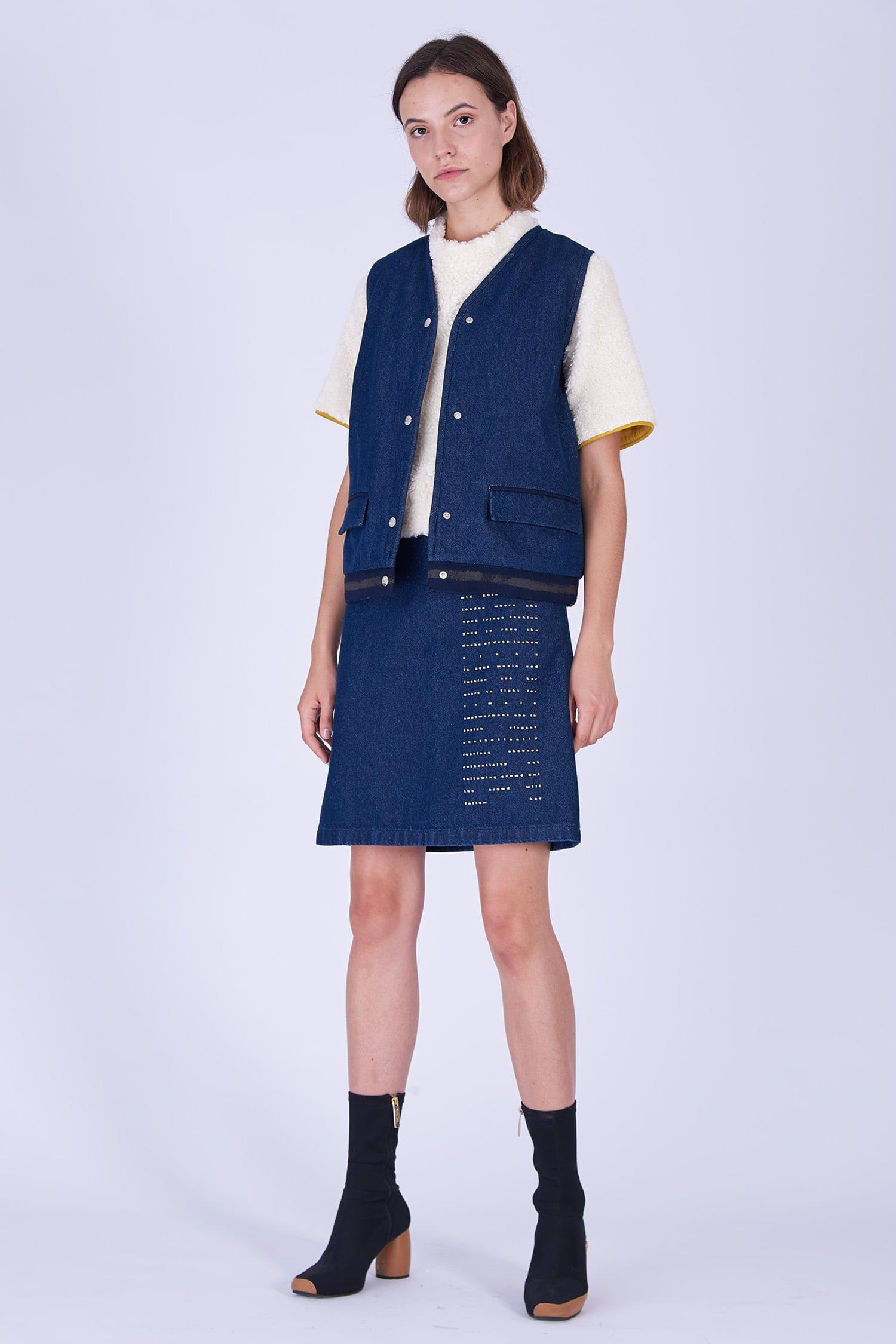 Acephala Fw19 20 Denim Vest Fleece Spodnica Denim Print Kamizelka Jeans Baranek Spodnica Jeans Nadruk Front 1