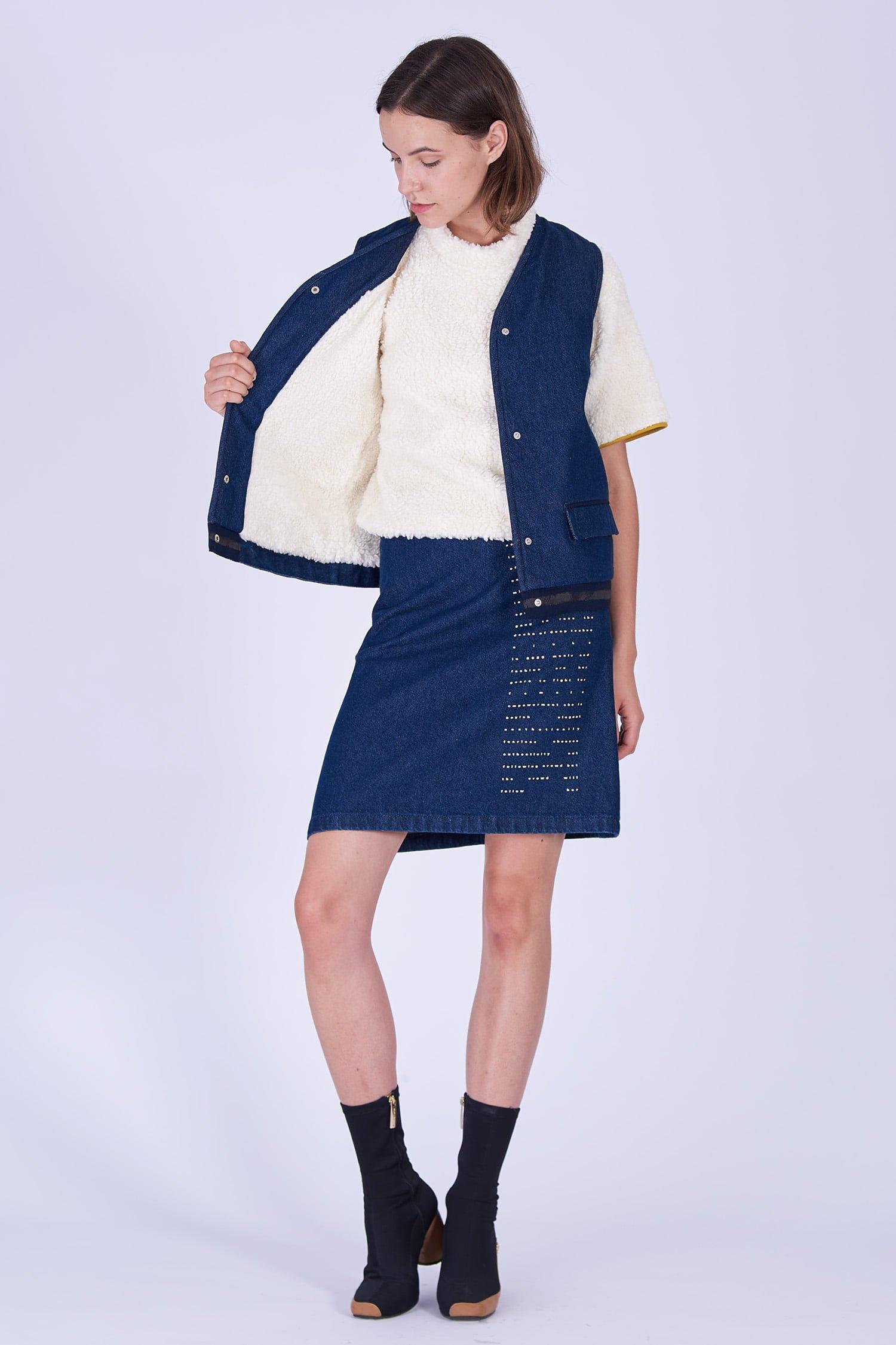 Acephala Fw19 20 Denim Vest Fleece Spodnica Denim Print Kamizelka Jeans Baranek Spodnica Jeans Nadruk Front 2