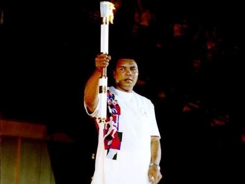 F 01 - Cassius Clay - acende a tocha olímpica em Atlanta - 1996