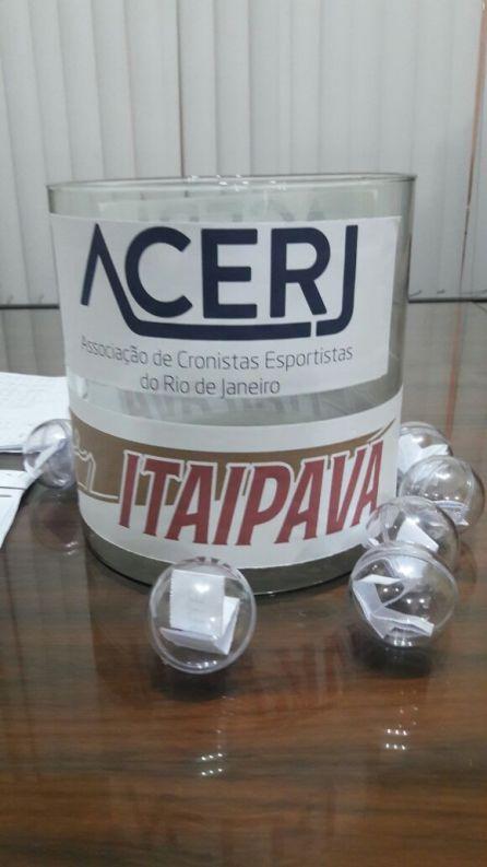 Urna de sorteio da Copa ACERJ - Itaipava (Foto: Eraldo Leite)