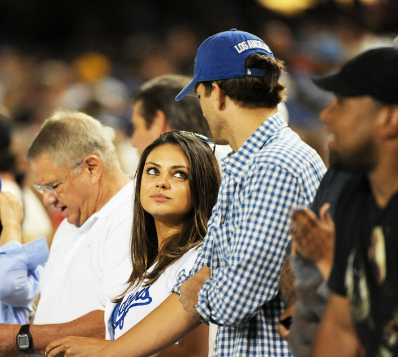 https://i1.wp.com/www.aceshowbiz.com/images/news/ashton-kutcher-and-mila-kunis-watch-dodgers-game-with-her-parents.jpg
