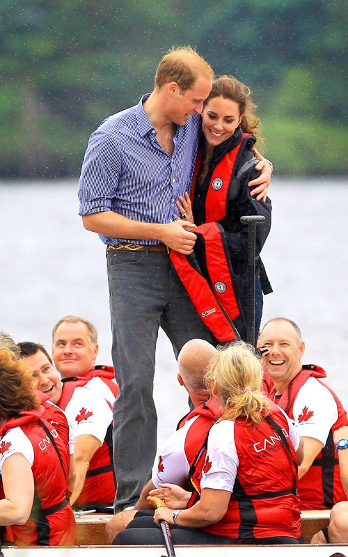 https://i1.wp.com/www.aceshowbiz.com/images/news/prince-william-gives-kate-middleton-consolation-hug.jpg