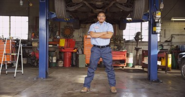 The Value of a Mechanic Uniform Service For Your Automotive Business