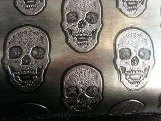tissu simili cuir motif tete de mort