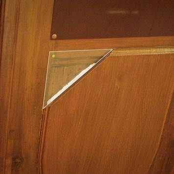 der Originaltür angepasste profilierte Holzaufdoppelung inkl. Wärmedämmung