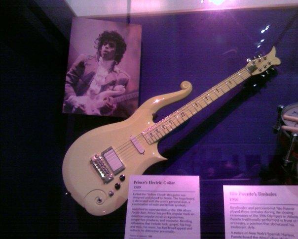 Prince_guitar_Smithsonian-20070301