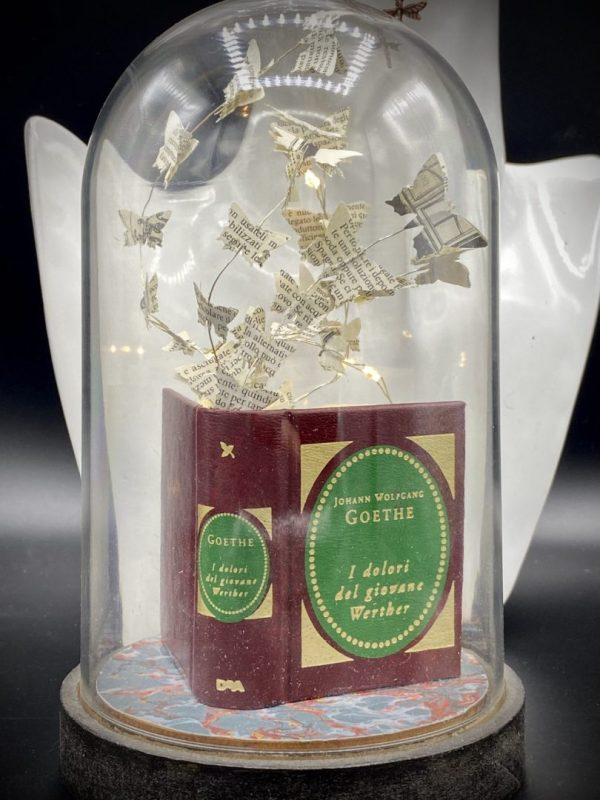 Goethe miniature book with light