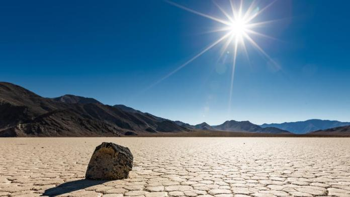 Racetrack Playa, en el Valle de la Muerte ( Death Valley National Park), California (jamesdvdsn / Getty)