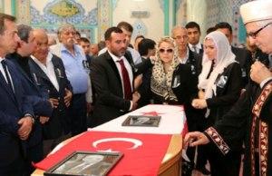 Zeren Safa'nın Londra'daki cenaze töreninden