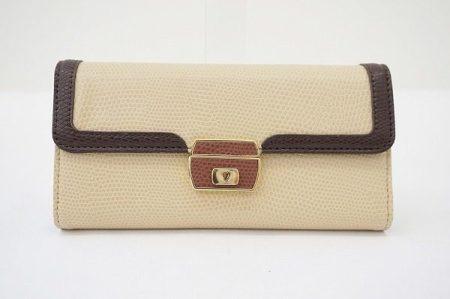 大容量で使い勝手も良いモスキーノのシンプルなベージュ系長財布を買取しました