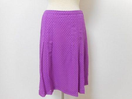 存在感のあるパープルが綺麗なアクリスのスカート