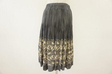 キャリアを積んだ女性達のファンが多いヒロコビスのスカートをお売り頂きました