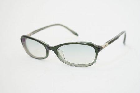 落ち着いたカラーでまぶしさを和らげ、日常使いにもピッタリなレイバンのサングラスを買取いたしました
