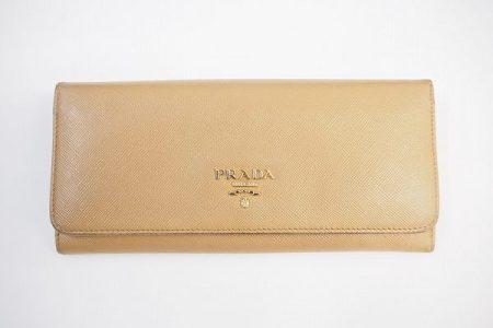 収納力あるエレガントなプラダの長財布を買取いたしました