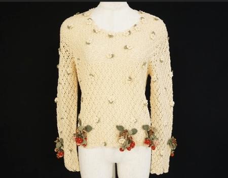 ベージュに小さな花柄や赤いいちごや白い花が大人フェミニンなワンダフルワールド WONDERFUL WORLD カネコイサオのかぎ編みカットソーを買取させて頂きました。
