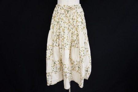 クローバー柄がキュートなワンダフルワールドのスカートを買い取りました
