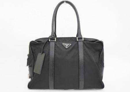 黒のナイロンとレザーの異素材ミックスで機能性抜群なPRADAのメンズ用ビジネスバッグを買取させて頂きました。