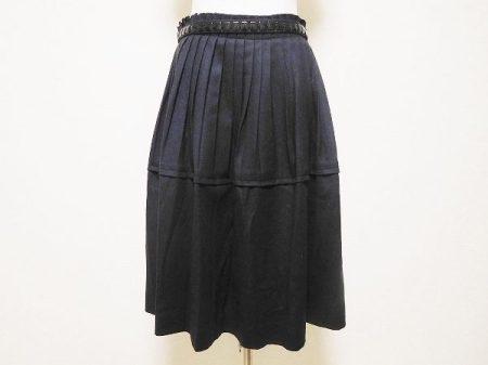 やわらかな光沢感が美しいユキトリイのスカートを買取いたしました