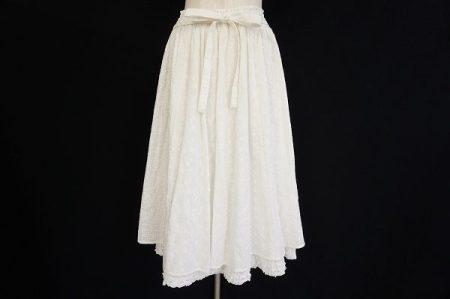 1枚あると便利なお役立ちアイテム!ピンクハウスホワイトスカートを買取しました
