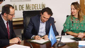 Firma protocolaria acuerdo FAO - Alcaldía para Modelo de Comercio Local
