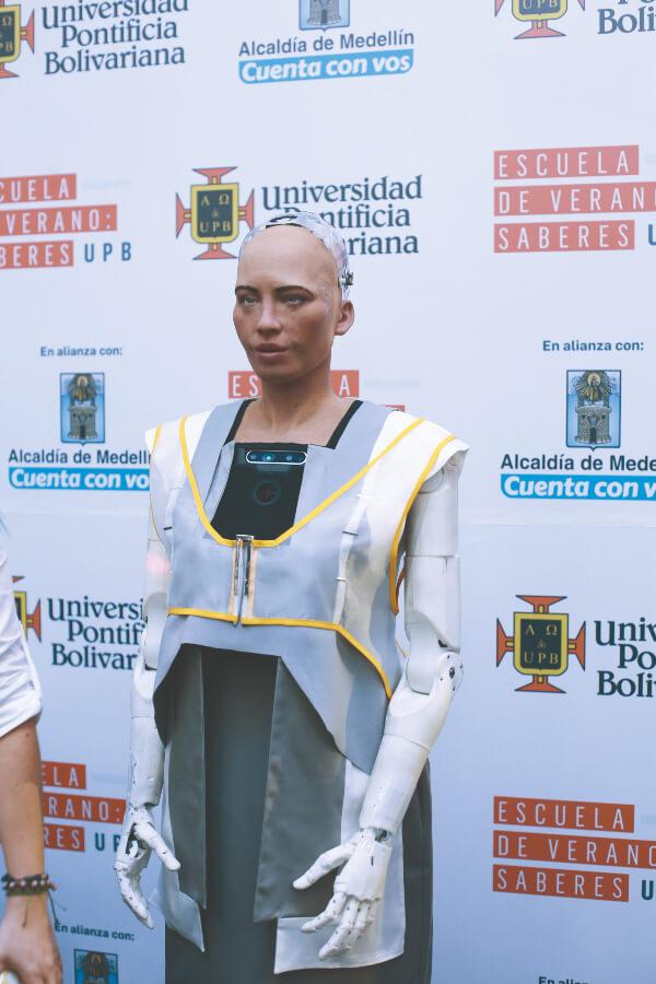 La robot Sophia en Medellín