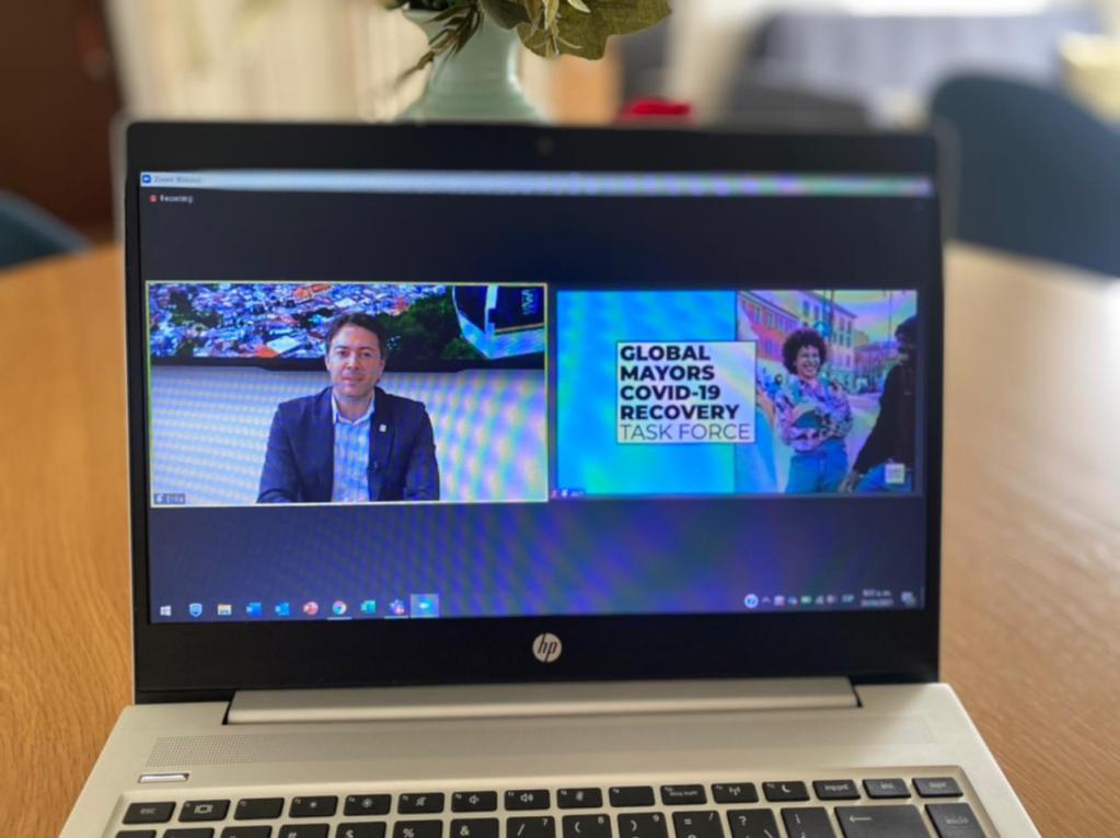 El alcalde Daniel Quintero Calle presentó las estrategias de Ecociudad y Valle del Software en el Primer Foro de Jóvenes de C40