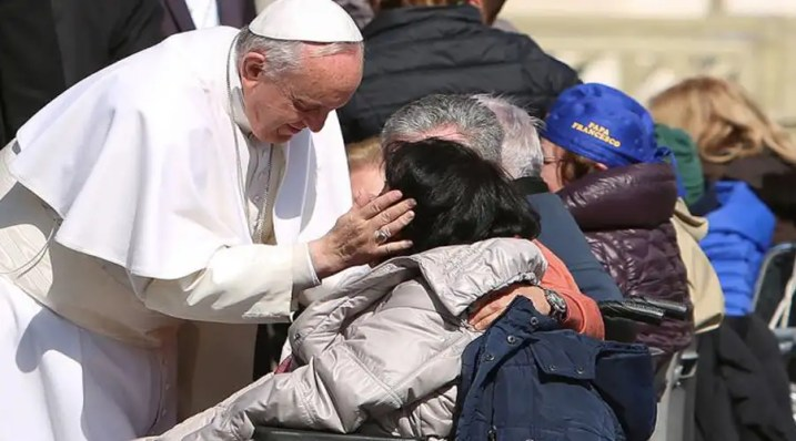 El Papa te pide que invites a un pobre a comer el domingo 19 de noviembre
