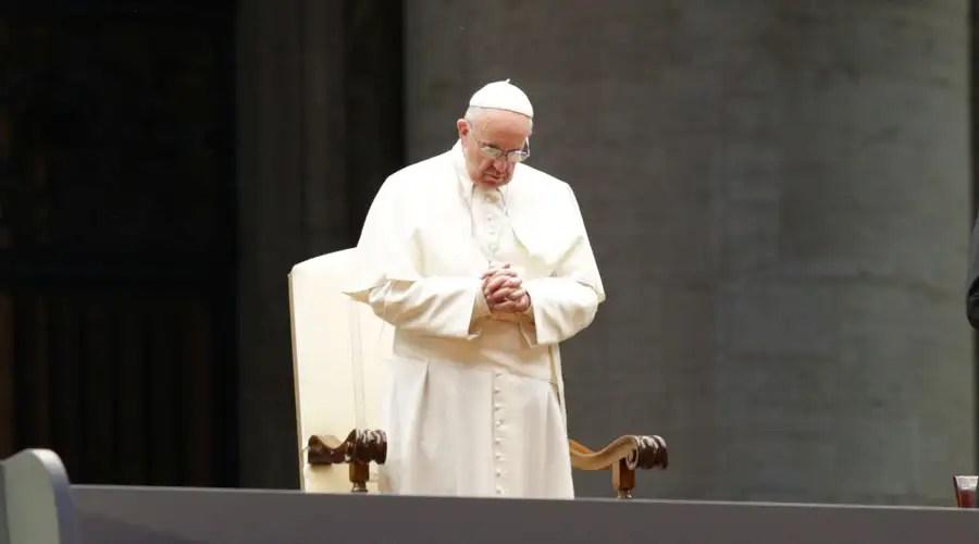 El Papa Francisco pide en Twitter que el terrorismo no encuentre lugar en el mundo