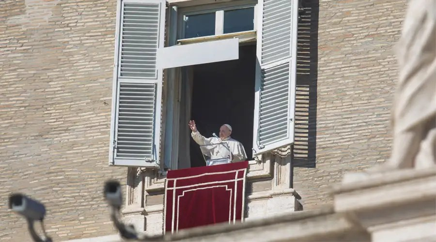 El Papa durante el Ángelus. Foto: Daniel Ibáñez / ACI Prensa