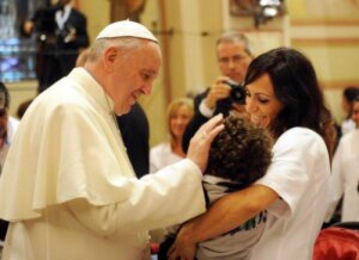 Papa: basta mondanità Chiesa,cancro che uccide