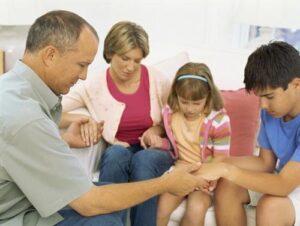 catholicfamilypraying