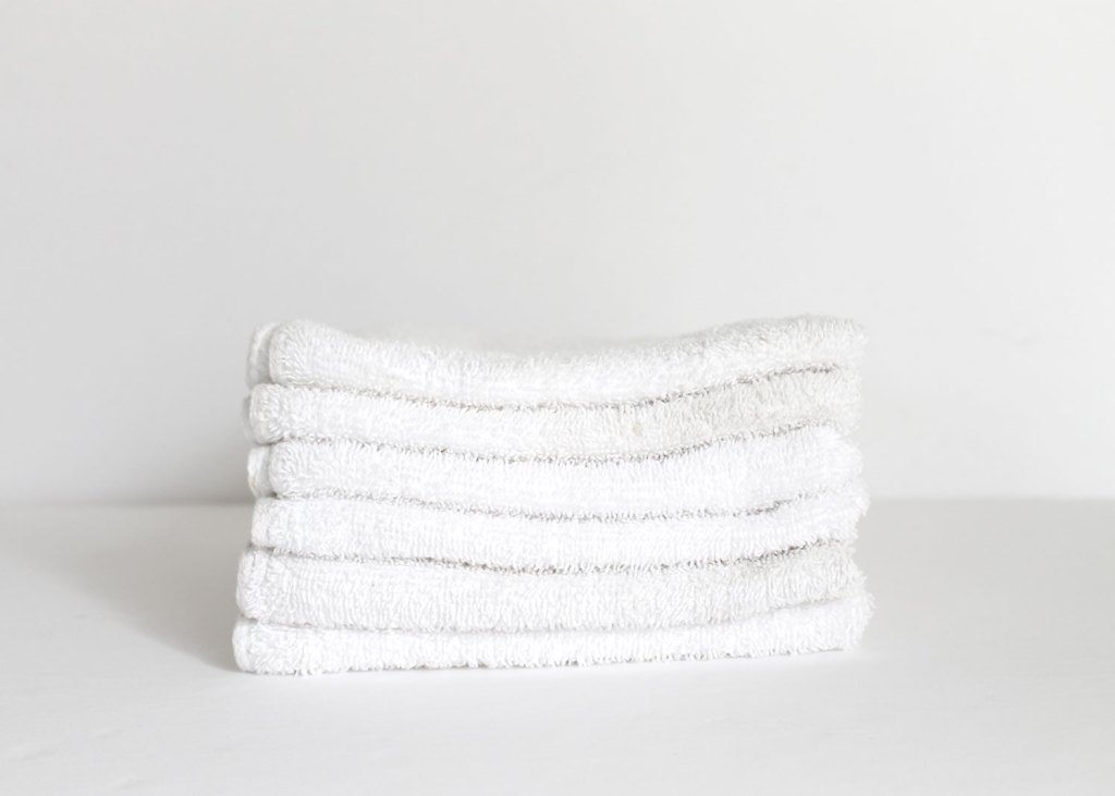 How to make white towels white after white towels become dingy! Why white towels become dingy and gray or yellowed.