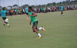 Eagles Wednesday training: A friendly competition