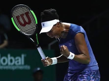 WTA Finals Day 5: Venus Williams sweeps past Muguruza to reach last four