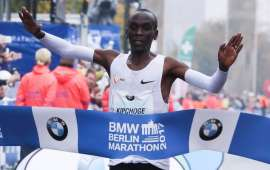 Kenyan Kipchoge sets new world record at Berlin Marathon