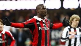 AC Milan consider Balotelli signing on free transfer