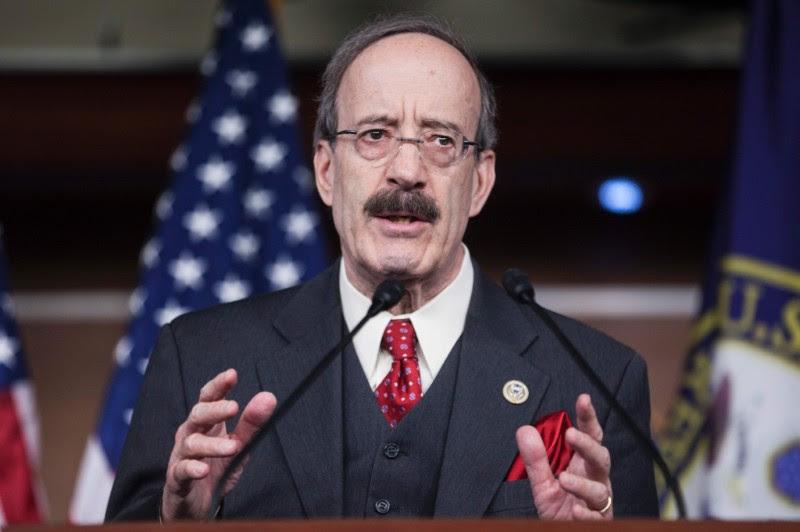 La decisión del gobierno estadounidense de expulsar a 15 diplomáticos cubanos en Washington es, desafortunadamente, la respuesta de un miope, aseguró el congresista Eliot L. Engel, miembro de la Comisión de Asuntos Exteriores de la Cámara de Representantes.