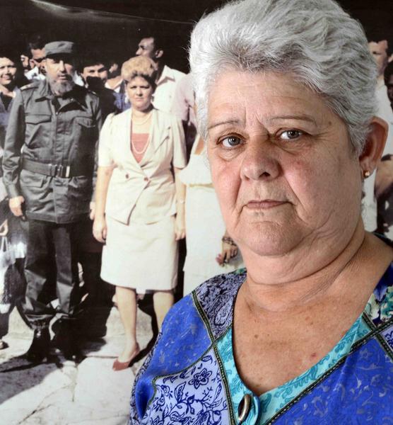 Teresa González Soler, antigua delegada del Consejo Popular de Boniato, quien tuvo el honor de conversar con el Comandante en Jefe Fidel Castro Ruz, durante las tres ocasiones en que compartió con sus electores donde fue elegido candidato a Diputado a la Asamblea Nacional del Poder Popular. Santiago de Cuba, 23 de noviembre de 2017. ACN FOTO/Miguel RUBIERA JÚSTIZ