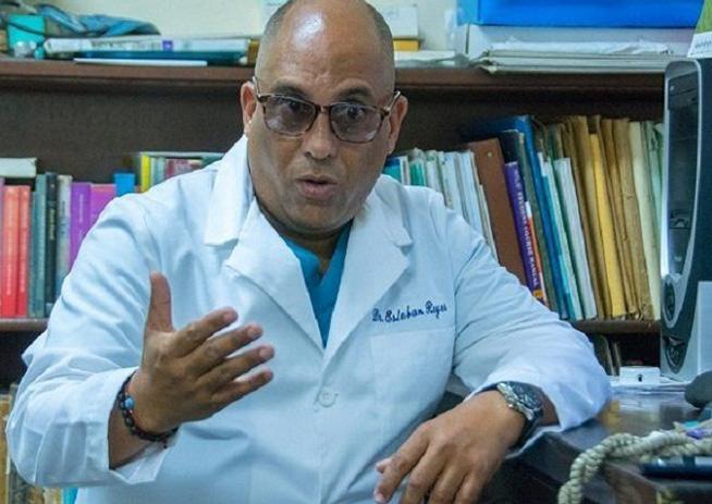 El doctor Esteban Reyes siente, con el traslado de la joven hacia el hospital Hermanos Ameijeiras, como que se le va algo de muy adentro.