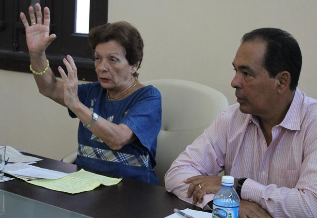 Raúl Rodríguez, director del Centro de Estudios hemisféricos y sobre EE.UU. de la Universidad de La Habana (Cehseu) y l a doctora Francisca López Civera, profesora de mérito de la Universidad de la Habana, quien impartió la conferencia inaugural.