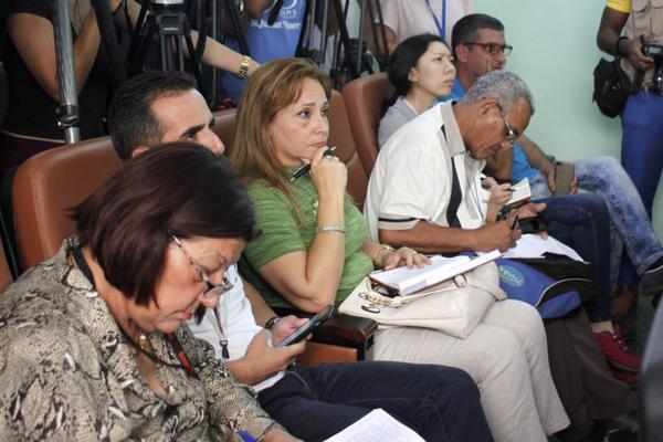 Periodistas durante la conferencia de prensa sobre la identificación de los cuerpos de las víctimas del siniestro aéreo del Boeing 737-200, en el Instituto de Medicina Legal, en La Habana, Cuba, el 22 de mayo de 2018. ACN FOTO/ Ariel LEY ROYERO