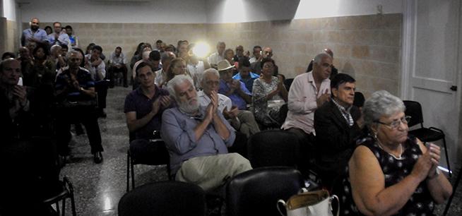 Participantes en la sesión de clausura de la IV Conferencia de Estudios Estratégicos, aprueban la Declaración de Condena al Bloqueo Económico, Comercial y Financiero contra Cuba, en la sede del Centro de Investigaciones de Política Internacional (CIPI), en La Habana, el 26 de octubre de 2018.
