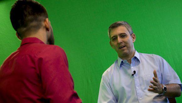 El Ministro de las Comunicaciones de Cuba, Jorge Luis Perdomo, conversa con Darío Gabriel Sánchez en el programa Dominio Cuba en TV.