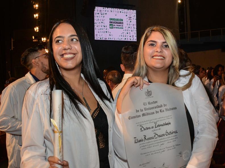 0718-graduacion-medicos3.jpg