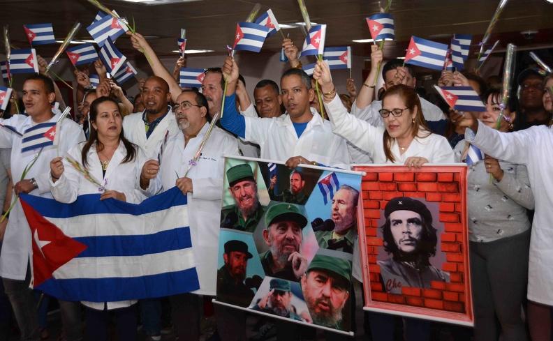 1117-medicos-cubanos-bolivia2.jpg